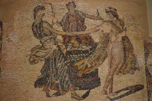 Eileityia Yunan Mitolojisinde Ebe Tanrıça olarak geçer.
