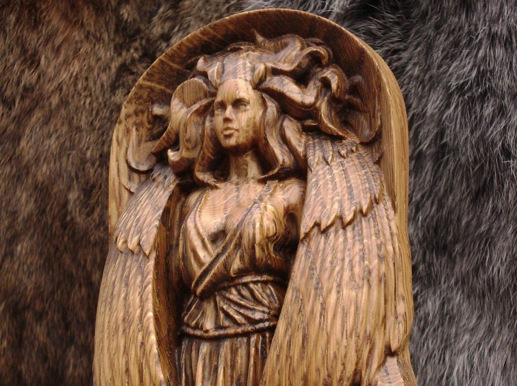 Eris Yunan Mitolojisinde Kavga ve Fitne Tanrıçasıdır.