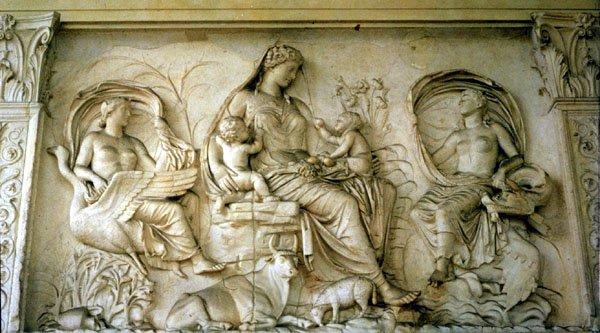 Gaea Yunan Mitolojinde Toprak Ana Anlamına gelmektedir.