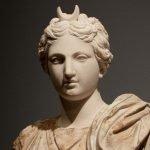 Theia kızı Selene